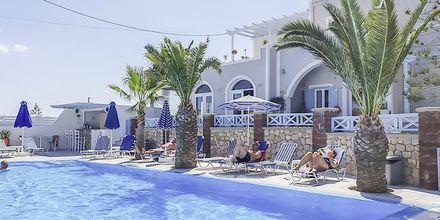 Pool på hotell Alkyon på Santorini i Grekland.