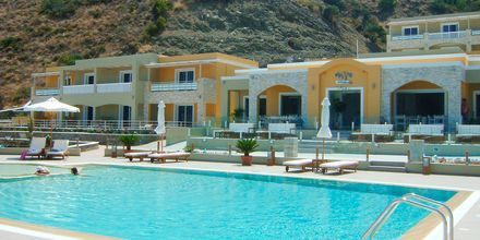 Pool på Almyra Village på Karpathos.