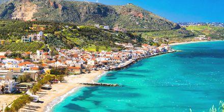 Azurblått vatten i Almyrida & Kalives på Kreta, Grekland.