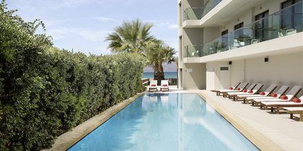Poolen vid Almyrida Residence, Kreta.