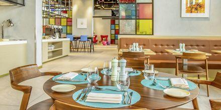 East & Seaboard Eatery & Lounge på hotell Aloft Palm Jumeirah, Dubai.