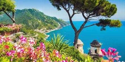 Vackra Amalfikusten i Italien.