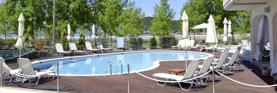 Poolen på hotell Ammos Bay i Ammoudia, Grekland.