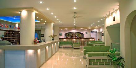 Lobbyn på hotell Amopi Bay på Karpathos.
