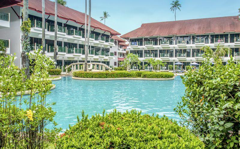 Poolområdet på Amora Beach Resort i Bangtao Beach på Phuket.