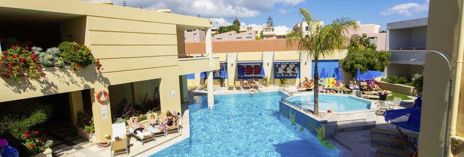 Poolområde på hotell Anais Summerstar i Agii Apostoli, Kreta, Grekland.