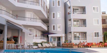 Poolområdet på hotell Anastasia i Kos stad, Grekland.