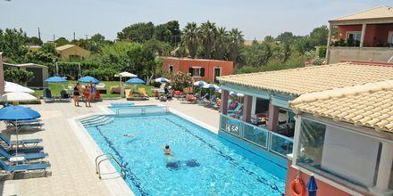 Poolområdet på hotell Anastasia i Agios Georgios, Korfu.