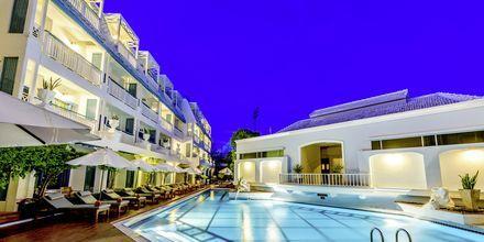 Poolområdet på hotell Andaman Seaview, Phuket, Thailand.