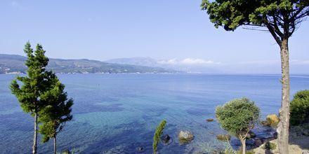 Strand vid hotell Andromeda i Samos stad, Grekland.