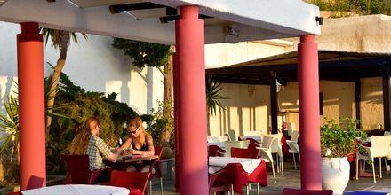 Restaurang på hotell Andromeda i Samos stad, Grekland.