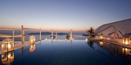 Pool på hotell Andromeda Villas i Caldera på Santorini, Grekland.