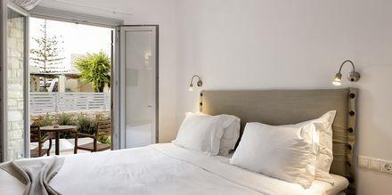 Dubbelrum på hotell Anemomylos Residence på Paros i Grekland.