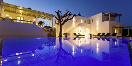 Poolområde på Frukostbuffé på Anemomylos Residence på Paros, Grekland.