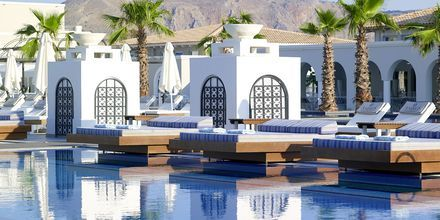 Poolområde på Anemos Luxury Grand Resort i Georgiopolis.