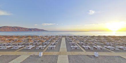 Stranden vid Anemos Luxury Grand Resort i Georgiopolis.