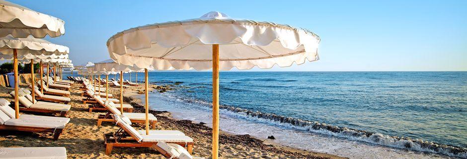 Stranden vid hotell Laguna Resort & Spa i Anissaras.