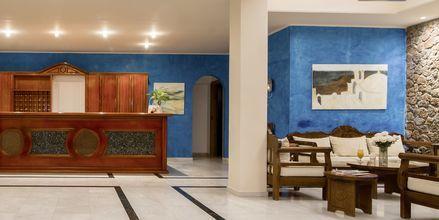 Receptionen på hotell Antinea i Kamari på Santorini.
