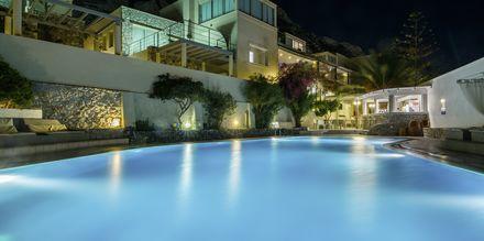 Poolområdet på hotell Antinea i Kamari på Santorini.