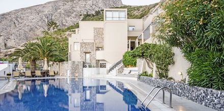 Poolområdet på hotell Antinea i Kamari på Santorini, Grekland.