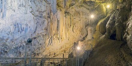 Grottorna i Antiparos, Grekland.