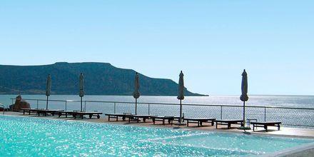 Poolområdet på hotell Apolis, Karpathos.
