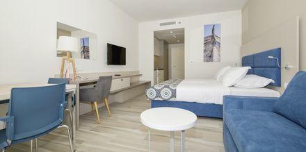 Enrumslägenhet på hotell Apollo Mondo Family Romana i Makarska, Kroatien.