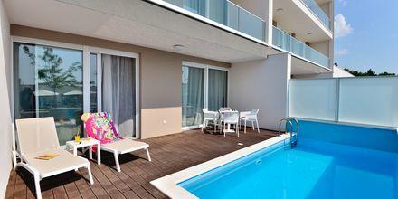 Tvårumslägenhet med privat pool på hotell Apollo Mondo Family Romana i Makarska, Kroatien.