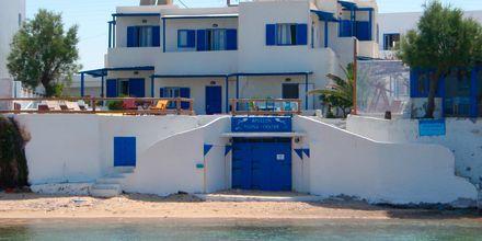 Stranden vid hotell Apollon på Milos, Grekland.