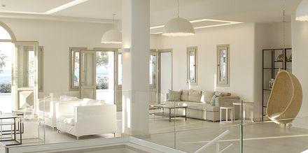 Lobbyn på hotell Aqua Blue i Perissa på Santorini, Grekland.
