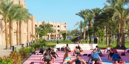 Yoga och andra roliga gruppträningspass på hotell Aqua Vista i Hurghada, Egypten.