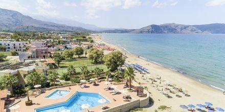 Pool och stranden vid hotell Aquamar på Kreta, Grekland.