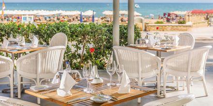 À la carte-restaurangen Piazza di Porto på hotell Aquila Porto Rethymno på Kreta, Grekland.