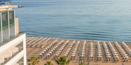 Stranden vid hotell Aquila Porto Rethymno på Kreta, Grekland.