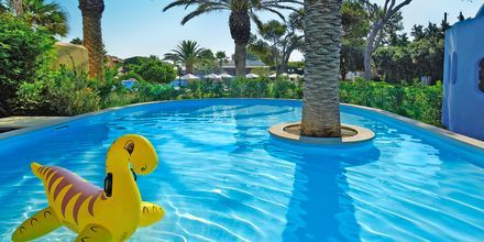 Barnpool på hotell Aquila Rithymna Beach på Kreta, Grekland.