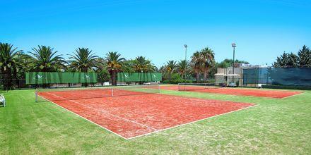 Tennisbana på hotell Aquila Rithymna Beach på Kreta, Grekland.
