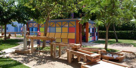 Lekplats på hotell Aquila Rithymna Beach på Kreta, Grekland.
