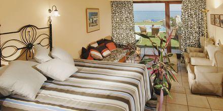 Bungalow Seafront på hotell Aquila Rithymna Beach på Kreta, Grekland.