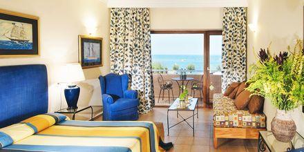 Dubbelrum i bungalow på hotell Aquila Rithymna Beach på Kreta, Grekland.