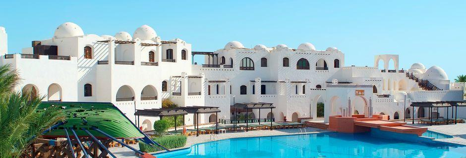 Poolområdet på hotell Arabella Azur Resort i Hurghada, Egypten.