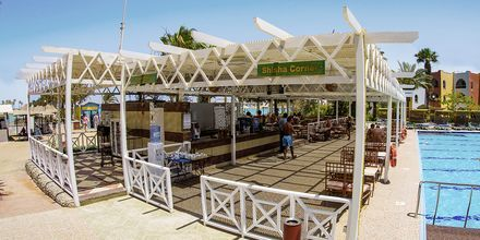 Restaurang vid poolen på Arabia Azur Resort i Hurghada, Egypten.