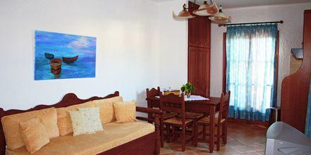 Tvårumslägenhet på hotell Archangelos Village i Kokkari på Samos, Grekland.