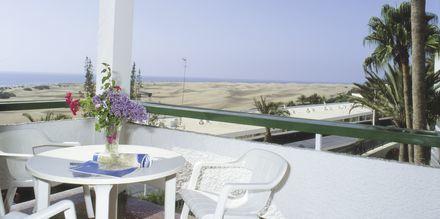 Balkong till en av tvårumslägenheterna på hotell Arco Iris i Playa del Ingles på Gran Canaria.