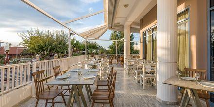 Restaurang på hotell Ariadne på Rethymnon kust på Kreta, Grekland.