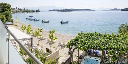 Utsikt från dubbelrum på hotell Armeno Beach på Lefkas, Grekland.