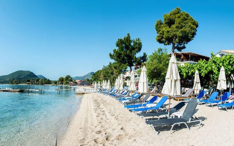 Stranden vid hotell Armeno Beach på Lefkas, Grekland.
