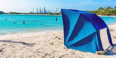 På Baby Beach i Aruba finns praktiska UV-tält som passar barnfamiljen utmärkt!