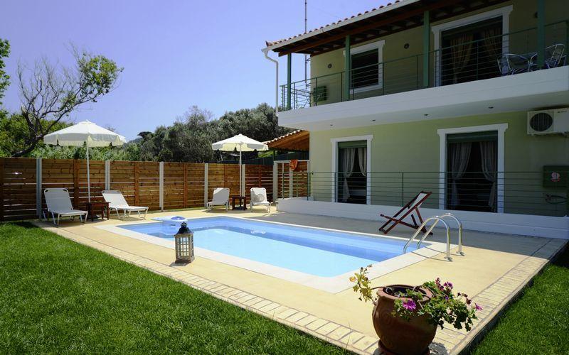 Den privata poolen på Aselinos Villa på Skiathos