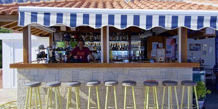 Poolbar på lägenhetshotell Aspres i Votsalakia, Samos.