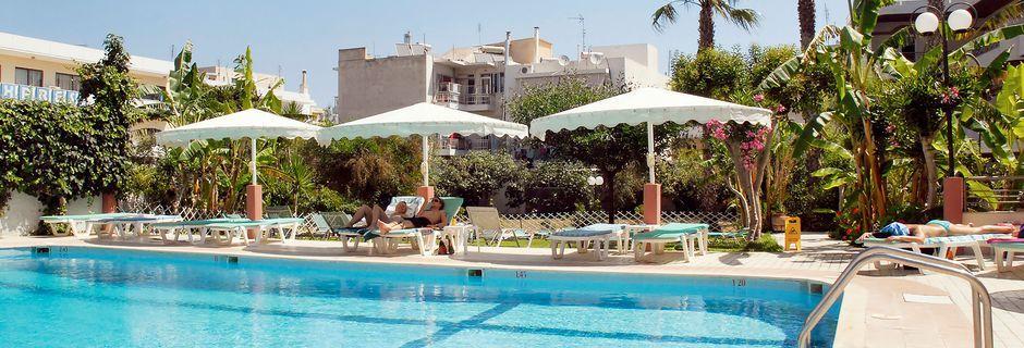 Poolområdet på hotell Astron på Kos, Grekland.